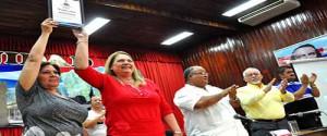 Alicia Alonso Becerra, viceministra de Educación Superior, entregó  el reconocimiento de Certificada a la Universidad de Granma