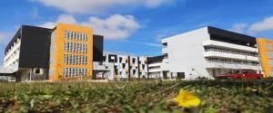 La edificación sede se encuentra en fase de terminación, pues la culminación del proceso inversionista coincidió con el regreso de la ciudad a la fase de transmisión autóctona de la COVID-19.