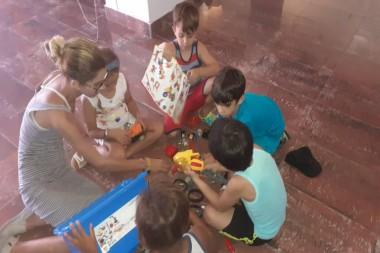 Estudiantes del Grupo de Robótica y Mecanotrónica de la CUJAE comparten con niños del proyecto sociocultural Aprende Jugando