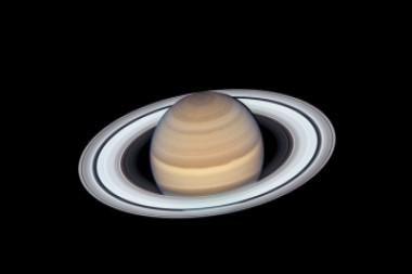 Saturno el gigante de gas hizo su aproximación más cercana a la Tierra este año y se encontraba a unos 1.360 millones de kilómetros de distancia