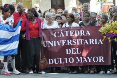 Adultos mayores ascienden hoy al Alma Mater