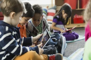 Niños conectados a Internet