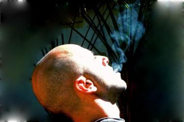 Un estilo de vida saludable, que excluya el tabaquismo, incluso el pasivo, debe contemplarse en campañas divulgativas./Foto primaria: Ildefonso Igorra