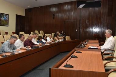 Convoca Díaz-Canel a economistas y contadores a aportar pensamiento al desarrollo de Cuba