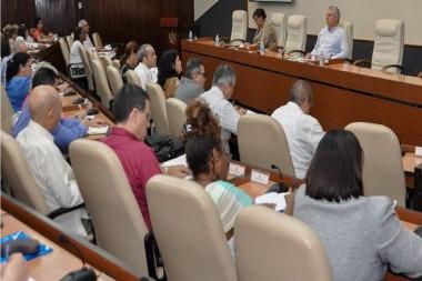 Directivos del CITMA presentan nuevos proyectos de ciencia a Miguel Díaz-Canel