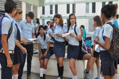 Estudiantes cubanos