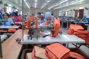 Trabajadores de una empresa en Pinar del Rio