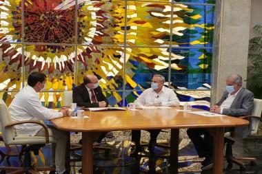 Mesa Redonda sobre la alianza entre la industria, ciencia y sector no estatal. Foto: Twitter/@PresidenciaCuba.