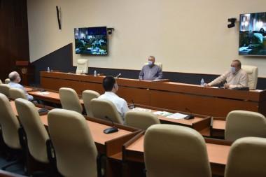 Miguel Díaz-Canel Bermúdez, y el primer ministro, Manuel Marrero Cruz, dirigiendo la reunión del grupo temporal de trabajo para la prevención y el control del nuevo coronavirus