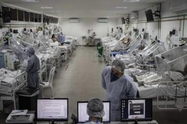Pacientes de COVID-19 en un hospital de Manaos, en el estado brasileño de Amazonas. Foto: EFE.