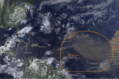 Extenso cumulo de Polvo del Sahara sobre el Atlántico.