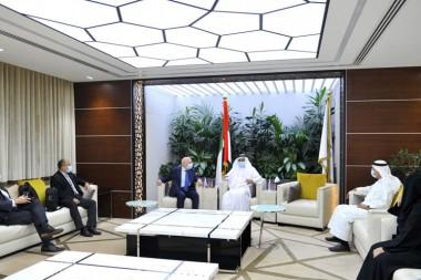 Emiratos Árabes Unidos interesado en colaboración médica de Cuba