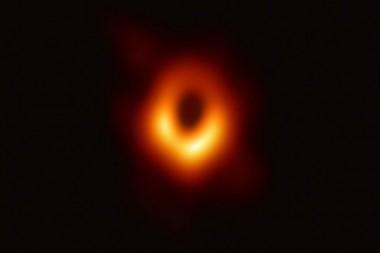 Los científicos esperan que gracias a su gran magnitud puedan recabar algún tipo de información sobre la galaxia en la que está creciendo