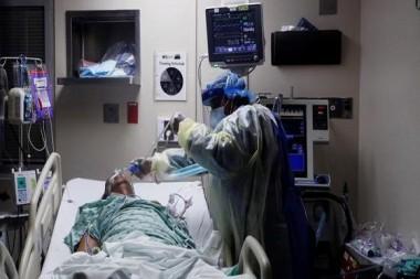 Paciente con COVID-19 es atendido en un hospital de Estados Unidos. Foto: Reuters.