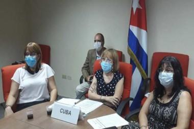 Los biotecnólogos cubanos laboran en la búsqueda de un medicamento específico contra el nuevo coronavirus. Foto: PL