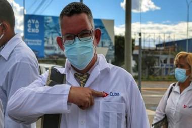 Uno de los 85 profesionales cubanos de la salud que prestan su ayuda en Perú. Foto: Foto@EmbaCubaPeru