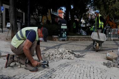 Persona trabajando en una calle