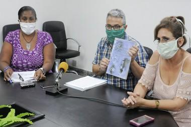 De izquierda a derecha,Dra. Diadelis Figueredo Ramírez, Dr. Yohan Perdomo y Dra. Evelin González Pla. Foto: Heriberto González Brito.